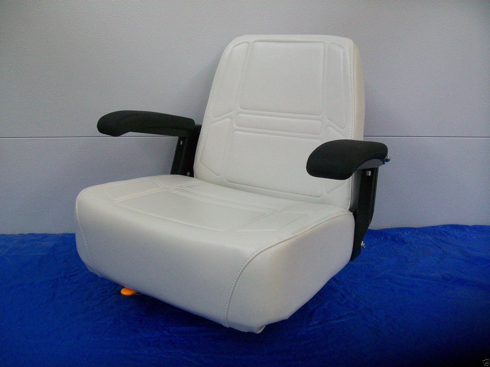 Deluxe comfort ride seat w flip up armrests dixie chopper zero dixie chopper zero turn mowers jc pooptronica Images