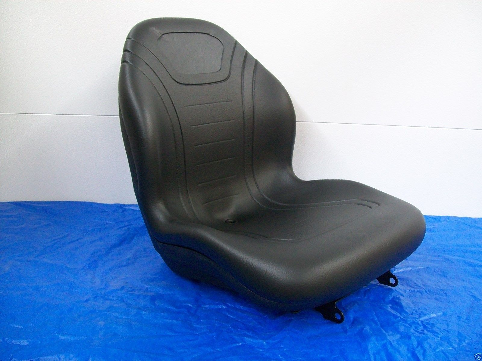 M805158 Black Seat for John Deere Compact Tractor 670 770 790 870 970 990 1070